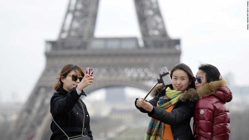 http://edition.cnn.com/2015/02/09/travel/world-top-selfie-spots/